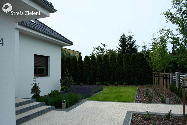 Ogród wejście, trawnik