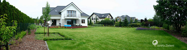 Ogród panorama, trawnik