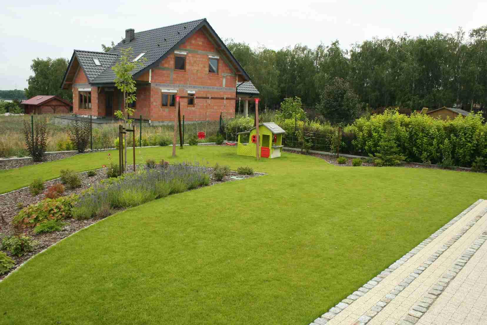 Trawnik, ogród, rabata, miejsce zabaw dla dzieci