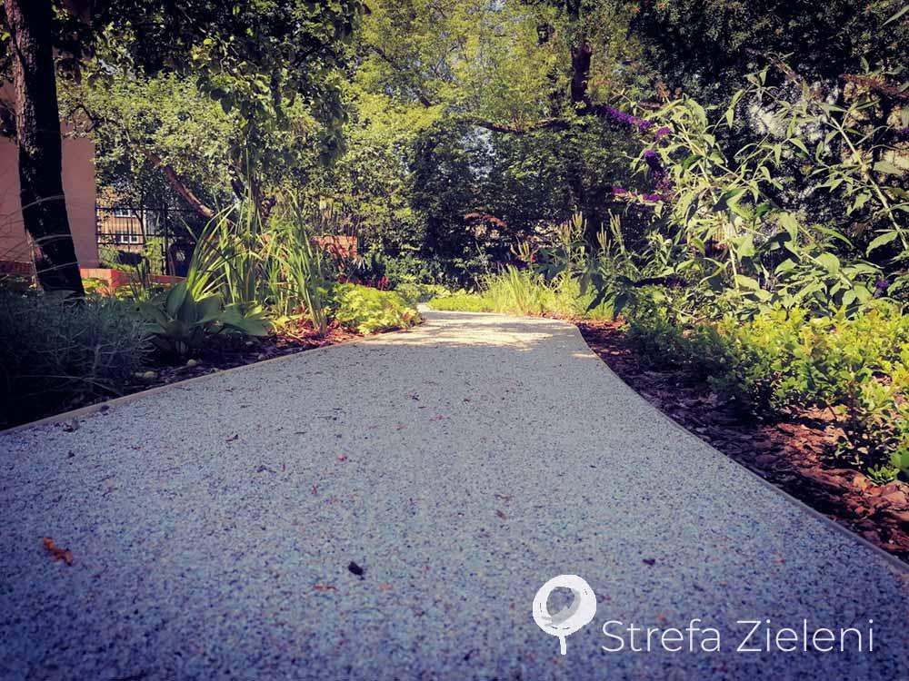 Ścieżka z kruszywa, ogród, byliny